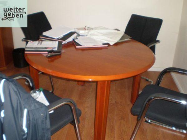 In Sachsen-Anhalt wird dieses Büro inkl. Besprechungstisch gespendet