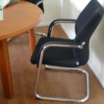 gespendet wird dieses Chefzimmer in Magdeburg ink. der Besprechungstühle