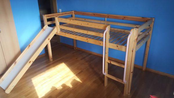 gespendet wird ein Kinderbett mit Rutsche in Sachsen A091