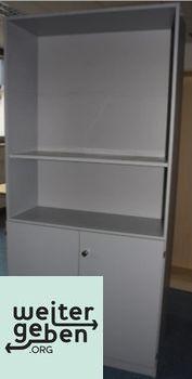 Spende: Lichtgrauer Büroschrank 1 x 100x40x210 cm Oben offen, unten mit Türen Mehrere Einlegeböden verfügbar Kein Schlüssel mehr vorhanden Guter Zustand