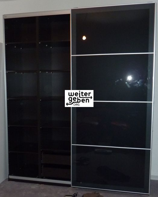 gespendet wird in Hannover ein IKEA Schrank, 3x2,5m Marke Pax- System
