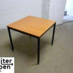 gespendet wird in Berlin dieser quadratische Holztisch