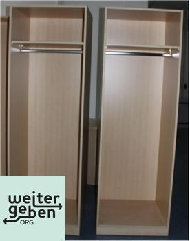 gespendet wird in Stuttgart 2 x Hellbrauner Garderobenschrank Eine Kleiderstange, ein Ablagefach Keine Türen 65x58x198 cm (BTH)