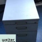 gespendet wird Lichtgraue Rollcontainer 1 x 43x78x59 cm (BTH) Schlüssel vorhanden 1 x mit 4 Schubladen 1 x mit 2 Schubladen und Hängeregister