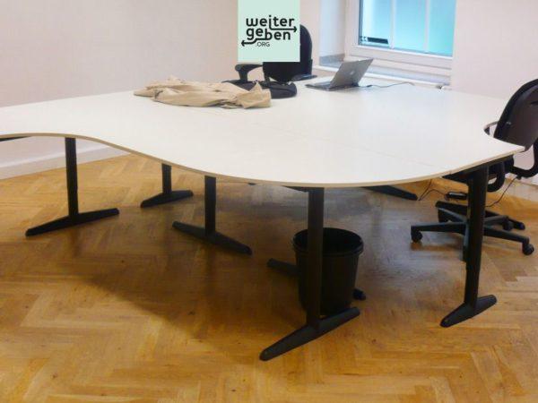 Gute Bürotische werden in Düsseldorf verschenkt