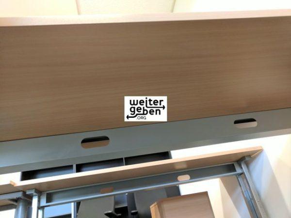 6 erstkassige höhenverstellbare Büroschreibtische werden in Berlin gespendet - A108
