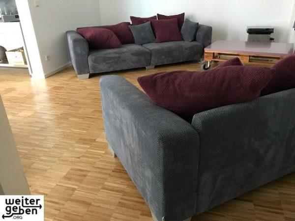 zwei 2er Sofas in Berlin werden gespendet