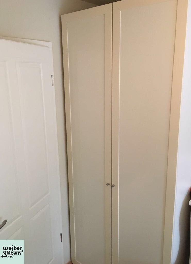 Weißer PAX-Kleiderschrank für Kinder von IKEA