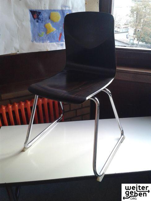 gespendet werden ca. 10 robuste Kinderstühle welche ursprünglich von Schulkindern genutzt wurden. Mannheim A103-2