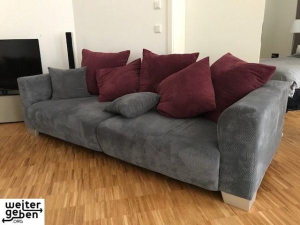 gespendet werden zwei 2Sitzer Sofas