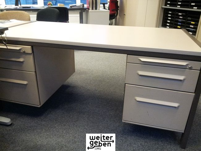 weißer Schreibtisch kostenlos in Berlin