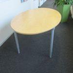 Schreibtisch, oval, Holz, mit Gebrauchsspuren, Maße 1,80 L x 1,00 B (Mitte) x 0,72 H kostenlos