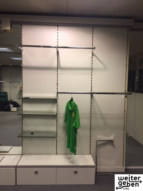 gespendet wird Ladeneinrichtung Lochplatten ca. 70 laufende Meter