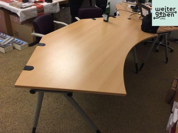 dieser große Schreibtisch wird gespendet