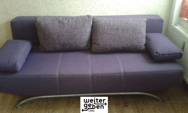 Spende: lila Sofa, mit Stauraum und Schlafmöglichkeit