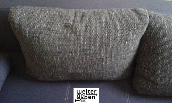 nahe Chemnitz wird dieses lila Sofa an einen gemeinnützigen Verein o. Einrichtung geschenkt