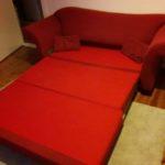 rote Schlafcouch ausgezogen in Berlin