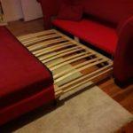 In Berlin wird diese rote Couch gespendet