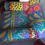 Ein gemütlicher Sessel, bedeckt mir einem schönen Muster . Leichte Gebrauchspuren doch in einem Top Zustand.
