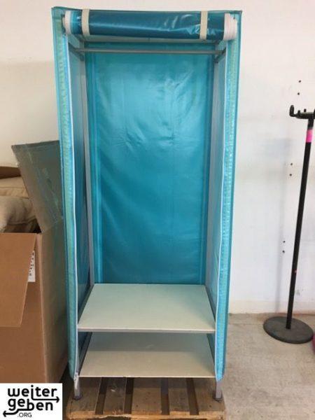 Spende: 2x blauer Faltschrank wird in Berlin
