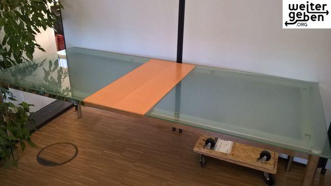 gespendet wird ein eleganter Glastisch, ausziehbar in Hamburg