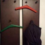 2 Garderoben mit den Maßen 35 x 98