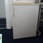 kleiner Kühlschrank zu verschenken