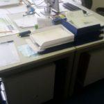 2 Schreibtische mit Containern gebraucht