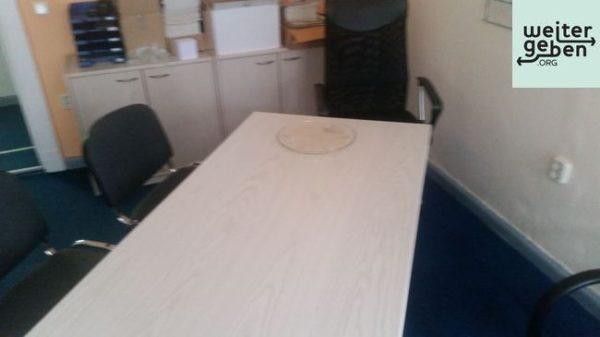 Holztisch mit Stühlen in schwarz in Strausberg
