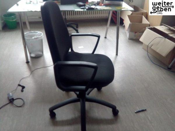 gespendet wird ein gebrauchter Bürostuhl_runde_Lehne in Berlin