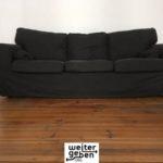 Sachspende in Berlin: schwarzes Sofa