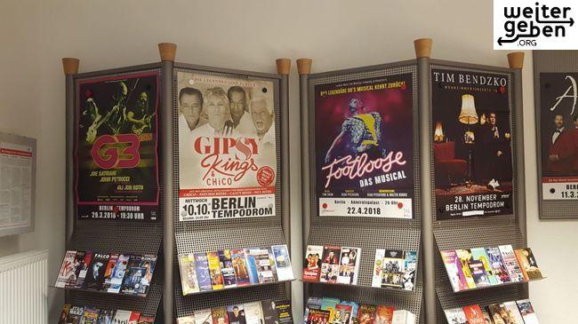 vier Werbeständer in Berlin werden gespendet