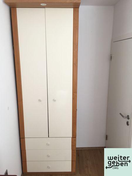 hoher Ikea Kleiderschrank wird in 76829 Landau an gemeinnützige Einrichtung gespendet
