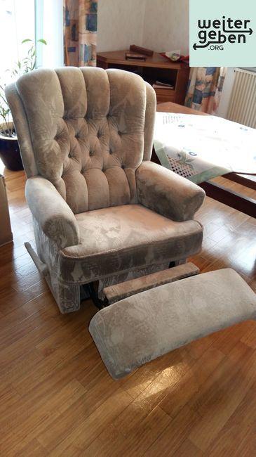 Möbelspende: Sessel mit Fußliege in Weilburg