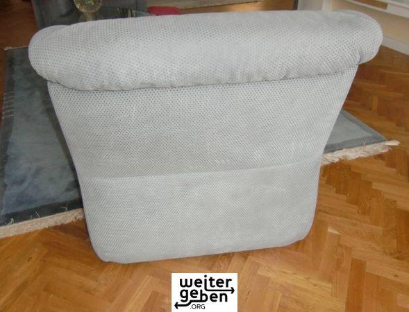 Sessel wird in Berlin-Kladow gespendet