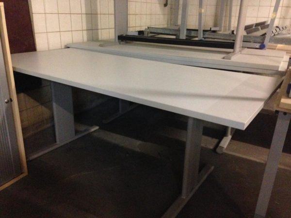 40 Tische werden in Bayern gespendet