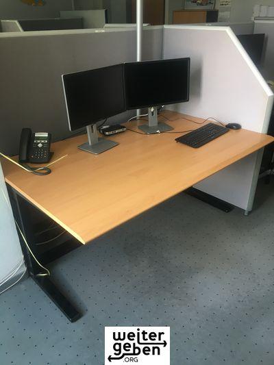 Tischplatte buche, Gestell in schwarz, 50 Stück 160x80, 50 Stück 160x100, 40 Stück 140x70cm werden verschenkt