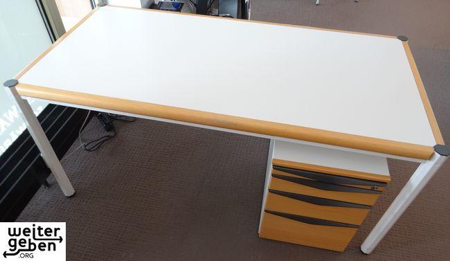 gebrauchte, stabile Bürotische mit samt Tischcontainer werden in Stuttgart abgegeben