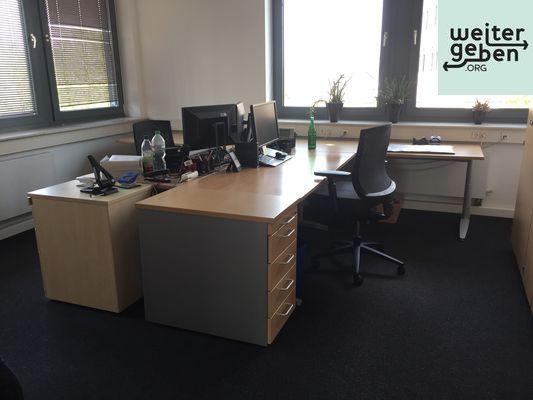 Diese Arbeitsplaetze mit Bürostuhl- und Bürocontainer werden in Düsseldorf an soziale bzw. gemeinnützige Vereine und Organisationen abgegeben