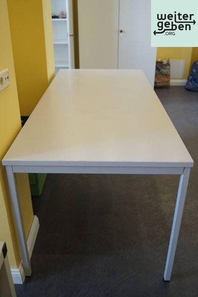 in Charlottenburg-Wilmersdorf werden 4 Universal-Tische gepsendet