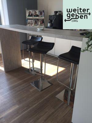 Im Rahmen einer Büroauflösung werden diese Gastrostühle in Düsseldorf abgegeben