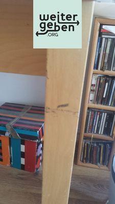 welcher gemeinnütziger Verein / Organisation möchten diesen stabilen Holztisch in Berlin Neuköln?