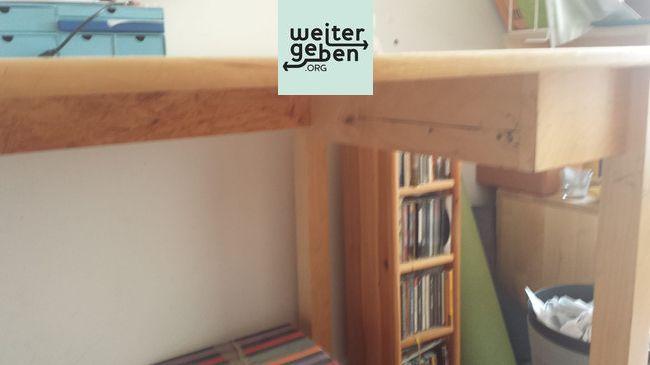 Sachspende: Massiver Holztisch in Berlin Neuköln
