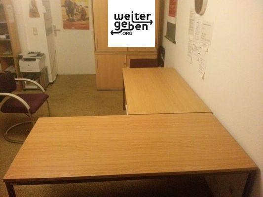 zwei praktische Tische in den Maßen 160 x 80 cm werden gespendet