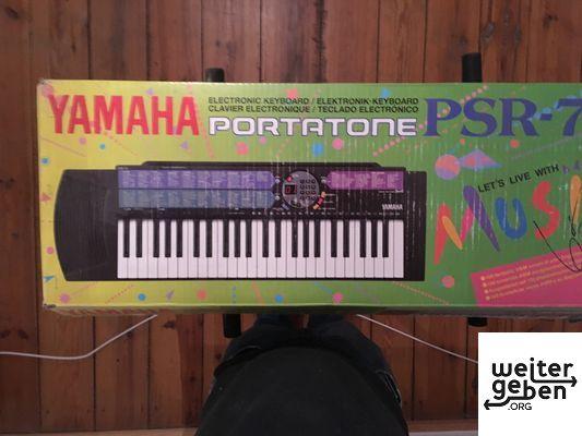 Keyboard mit Ständer der Marke Yamaha