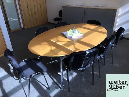 gespendet wird ein ovaler Besprechungstisch in Frankfurt für 6 Personen