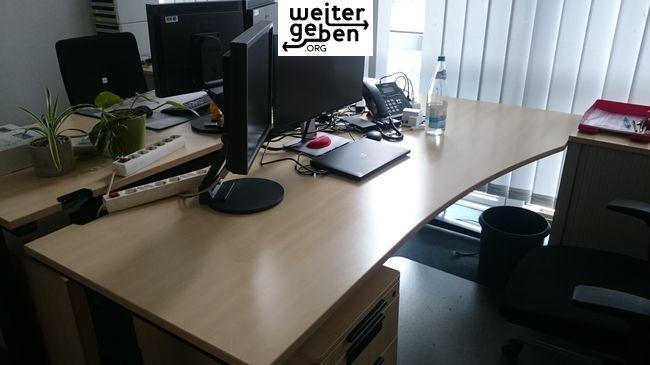 2 x Freiform-Schreibtisch – 200 x 100 cm, Farbe Ahorn (ohne Rollcontainer) Schiebeplatte, Kabelkanal, Seitenblende abnehmbar, Freiformtisch, Fuß dunkelblau