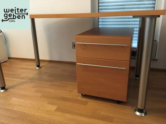Möbelspende: Schreibtisch 150 x 80 x 75 cm mit Container mit 1 Schublade und Hängeregistratur in Heppenheim