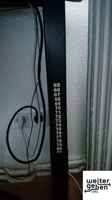 Die Höhe ist von 65cm bis 81 cm per Kurbel individuell einstellbar