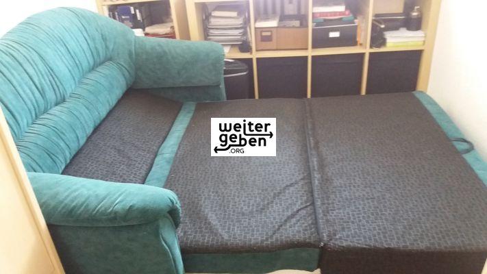 Sachspende: Sofa mit Schlaffunktion wird in Berlin gespendet